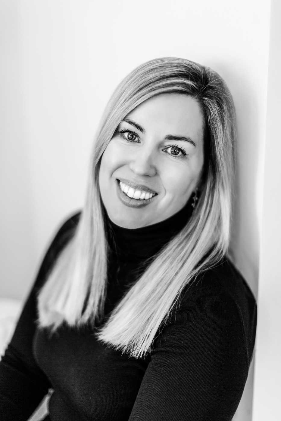 Sarah Pearse, represented by the Andrew Nurnberg Agency